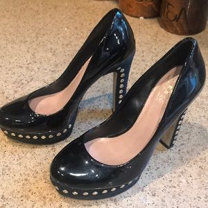 Vince Camuto 5 inch heels Shiny look size 7